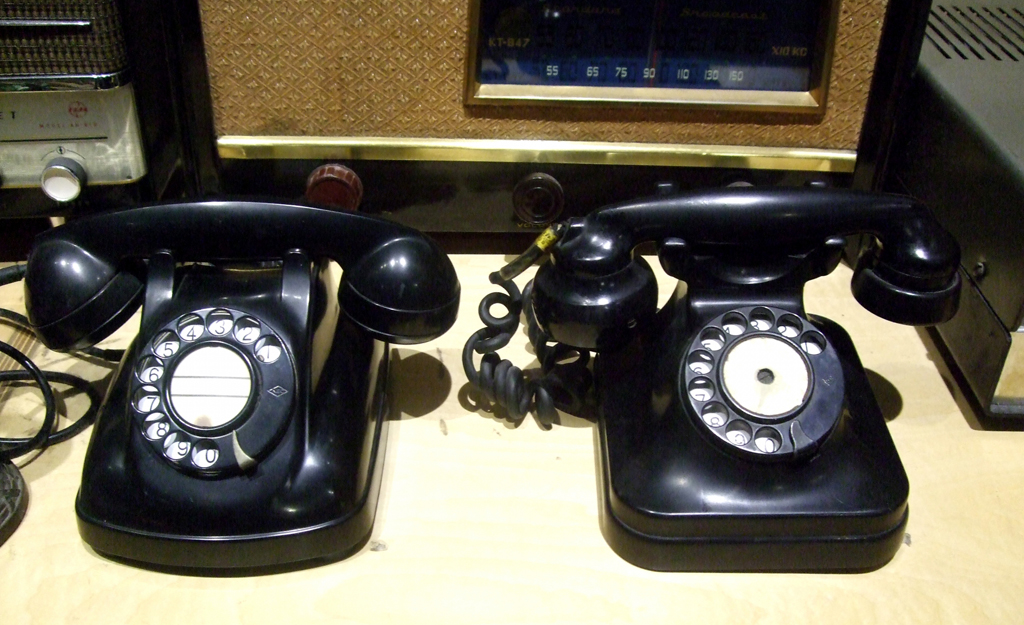 black_telephone